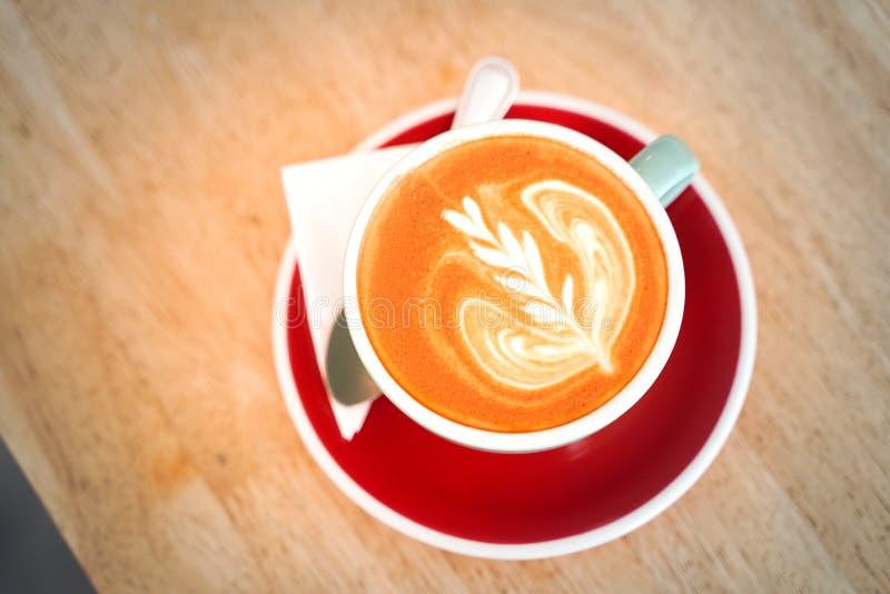 Кофе Latte на деревянной таблице стоковое изображение