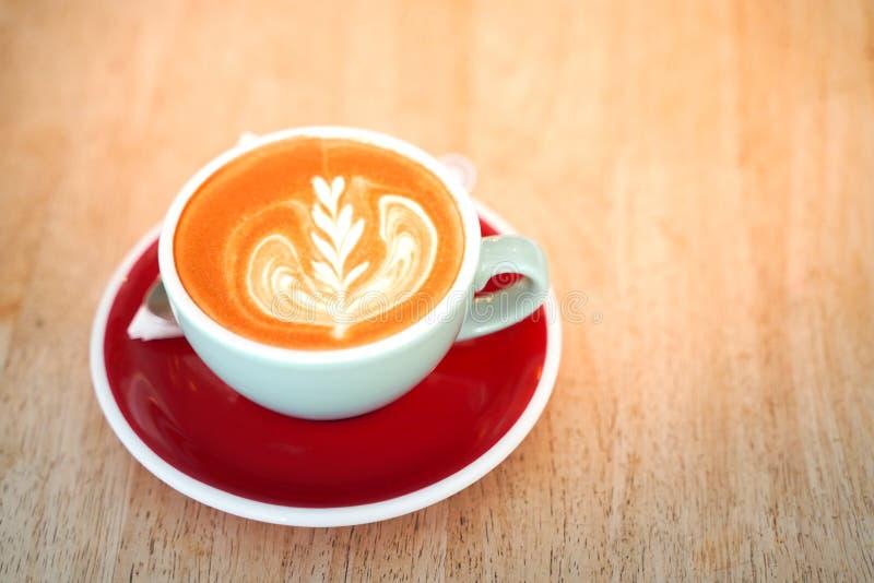 Кофе Latte на деревянной таблице стоковая фотография