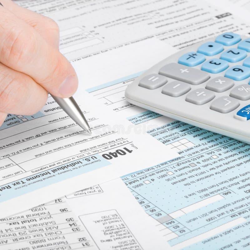 Коэффициент налоговой формы 1040 Соединенных Штатов Америки - укомплектуйте личным составом заполнять вне налоговую форму - один  стоковая фотография