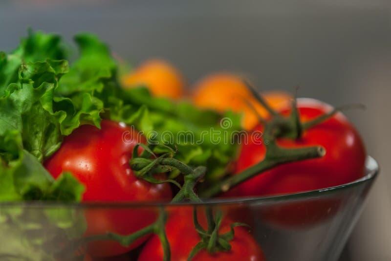 Коллаж питания томатов и зеленых цветов, стоковое изображение rf