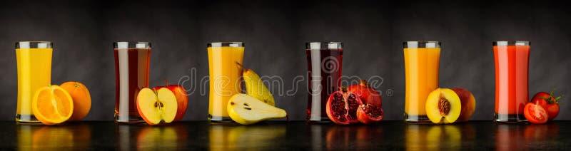 Коллаж пить сока свежих фруктов в стекле стоковое фото rf