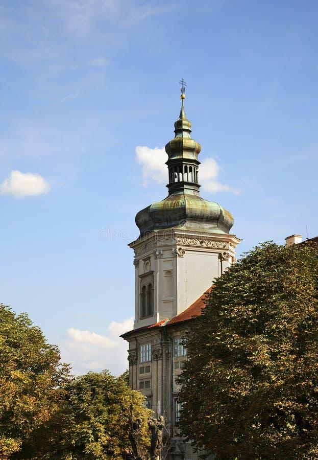 Коллеж иезуита в Kutna Hora взгляд городка республики cesky чехословакского krumlov средневековый старый стоковое изображение rf
