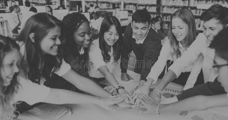Коллективно обсуждать концепцию плана воображения образования класса стоковая фотография