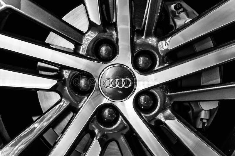 Колеса и части тормоза компактного роскошного спорта 2 кроссовера SUV Audi Q5 0 quattro s TDI tronic стоковые фото
