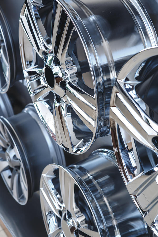 Колеса сплава автомобиля закрывают вверх стоковая фотография rf