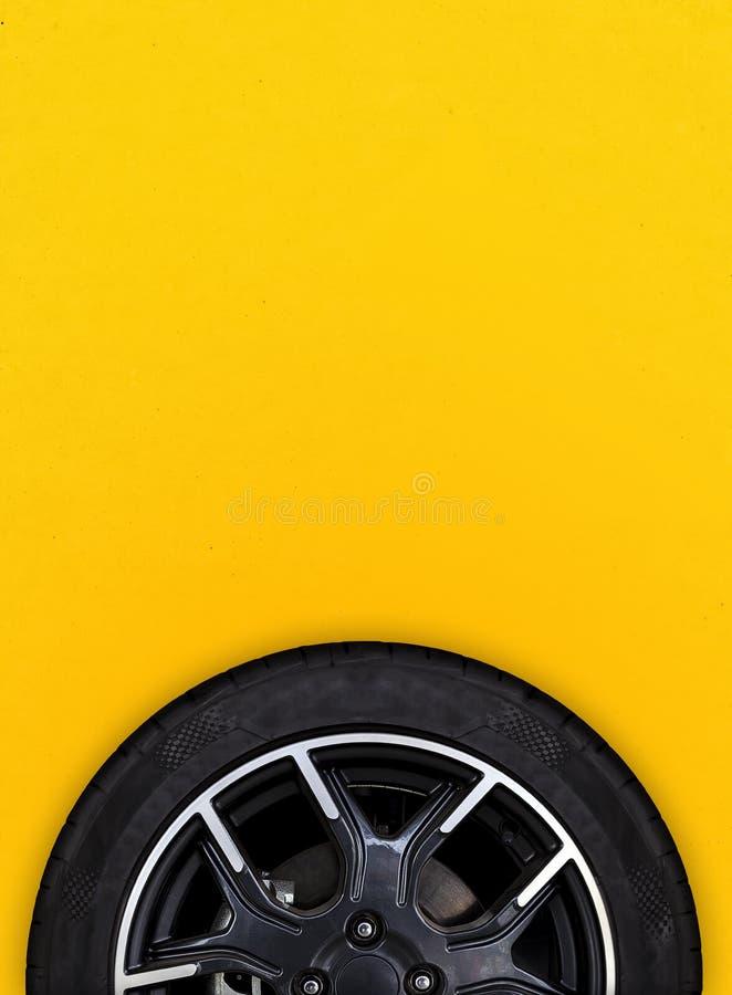 Колеса сплава с белой предпосылкой стоковое фото rf
