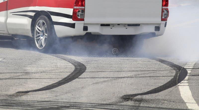 Колесо аварийного торможения на шоссе стоковые фото