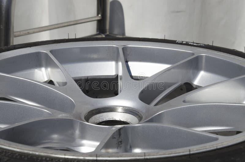 Колесо алюминиевого сплава стоковое фото rf