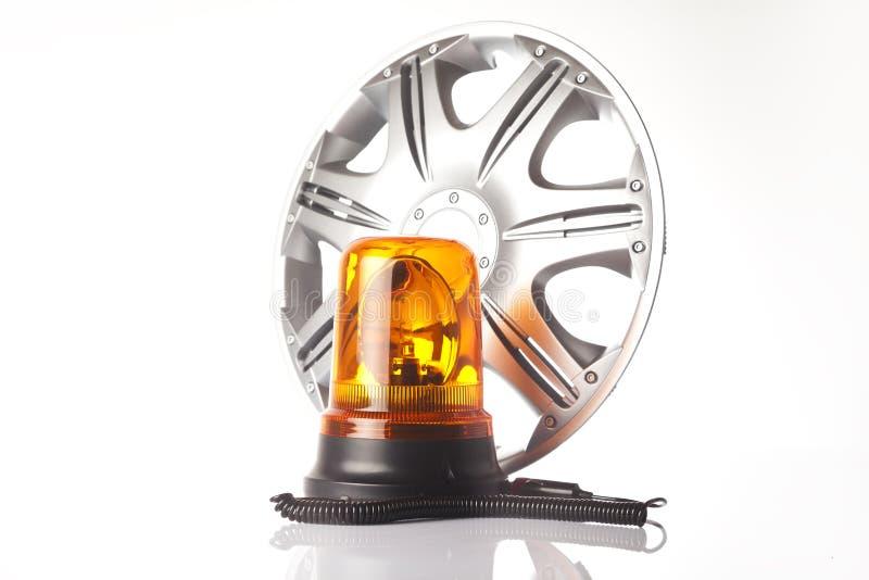 Колесо сплава и предупредительный световой сигнал yello стоковая фотография rf