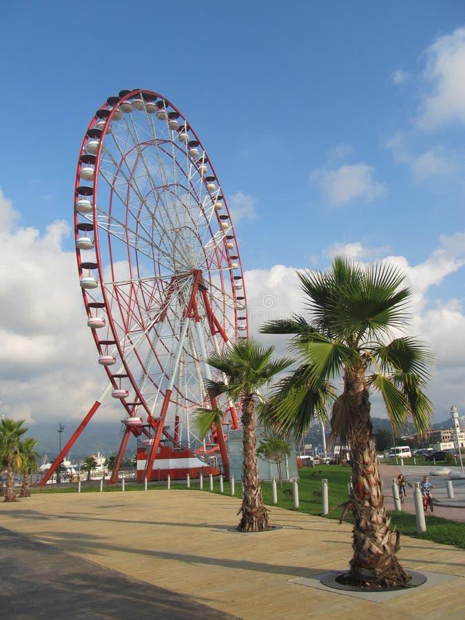 Колесо Ferris на набережной в пляж Батуми, Чёрном море, Georgia стоковые изображения rf