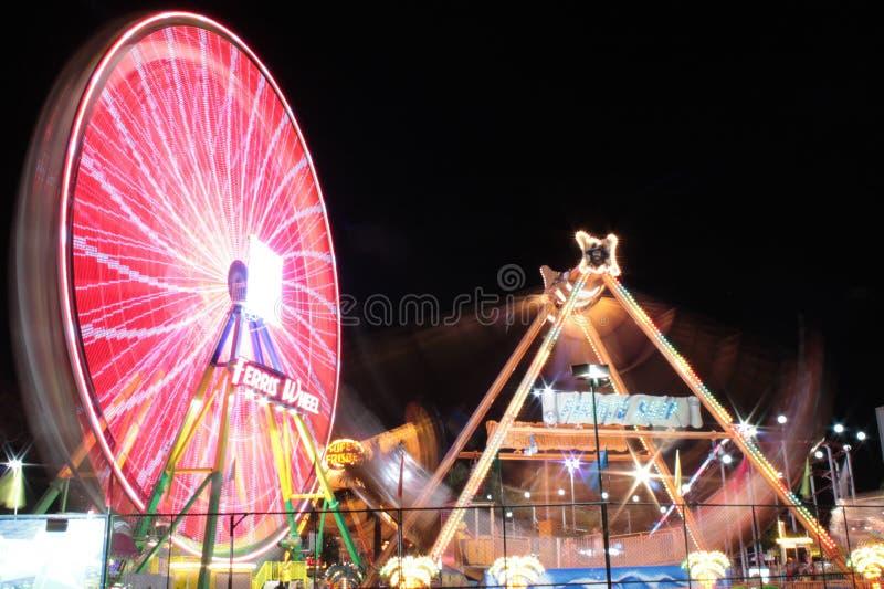 Колесо Ferris на ноче стоковое изображение