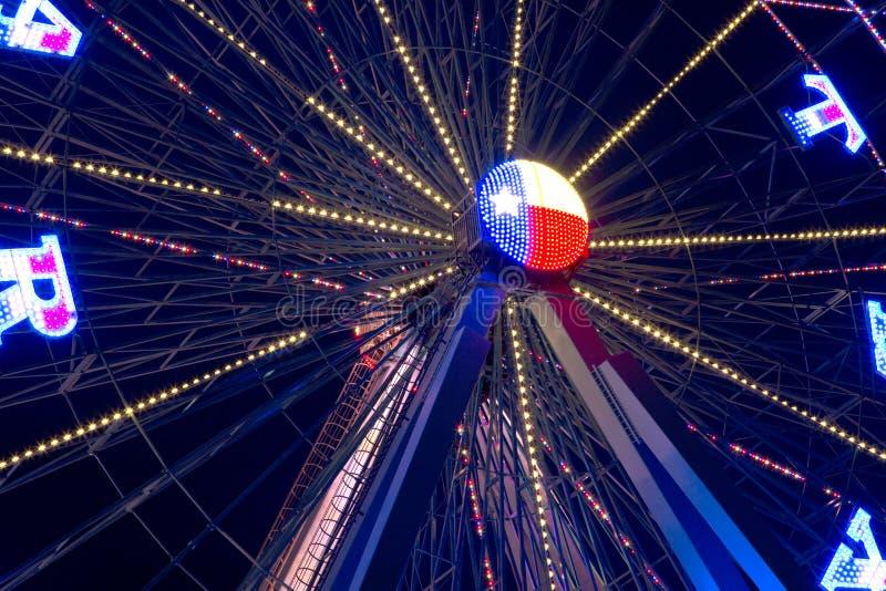 Колесо Ferris на ноче стоковые изображения