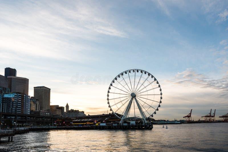 Колесо Ferris на портовом районе океана Сиэтл стоковое изображение rf