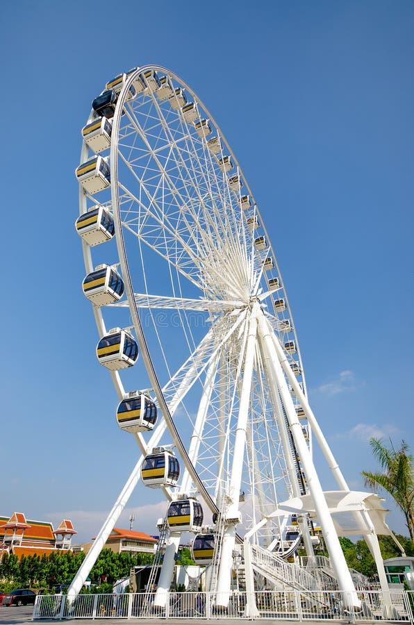 Колесо Ferris с предпосылкой голубого неба стоковое изображение rf