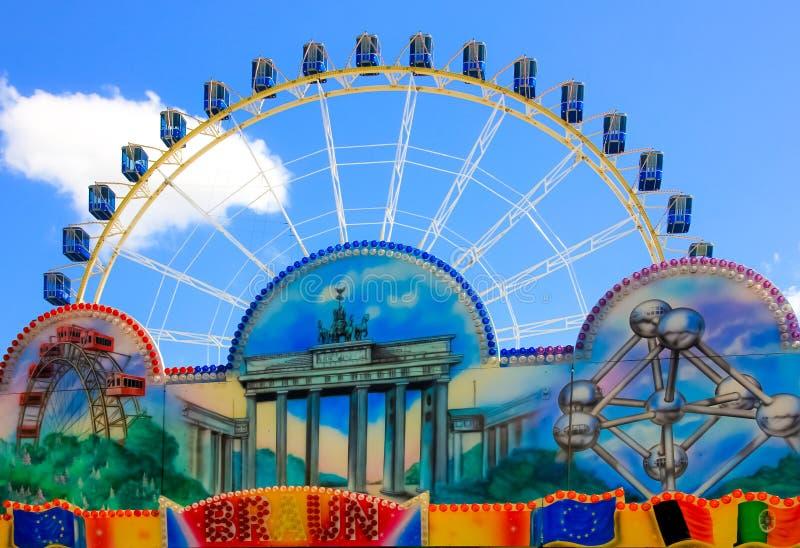Колесо Ferris Ярмарка, Volksfest в Нюрнберге стоковое фото rf