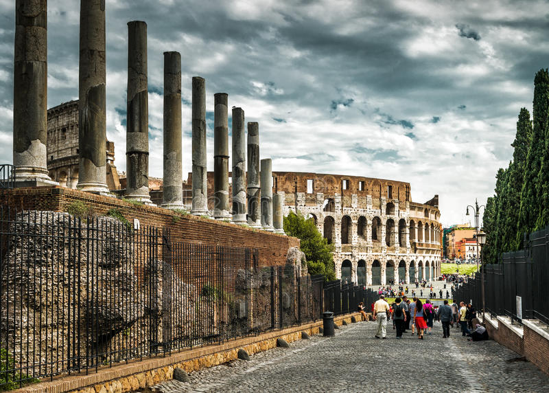Колизей от римского форума, Рим Colosseum стоковые изображения