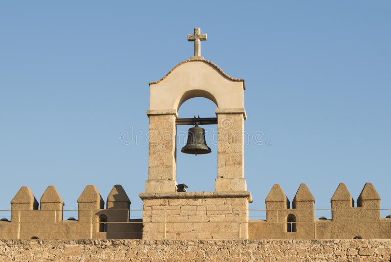 Колокол в средневековом замке в Испании, Андалусии стоковые фото