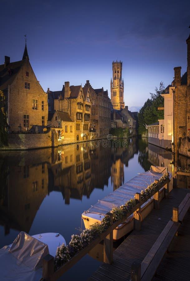 Колокольня Брюгге в вечере стоковое изображение