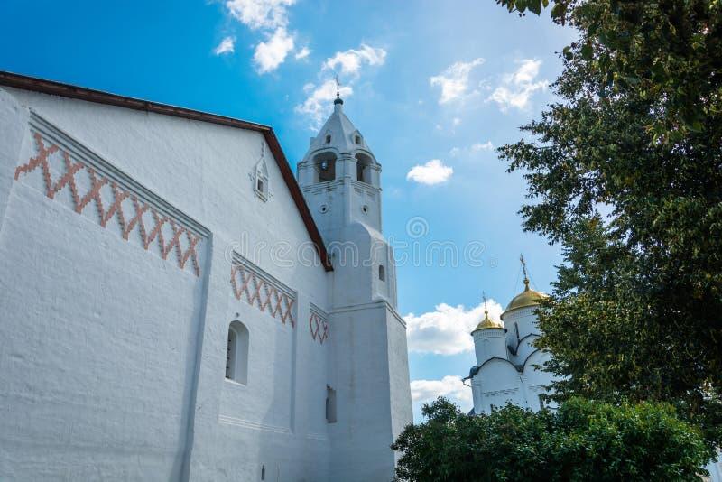 Колокольня в монастыре заступничества на Suzdal стоковая фотография rf