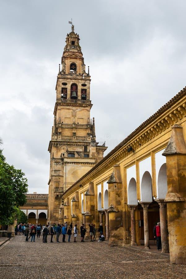 Колокольня и сады собора мечети в Cordoba стоковое изображение