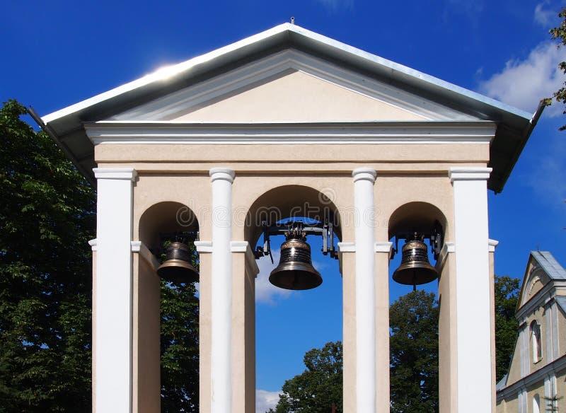 Колокольня с колоколами стоковые изображения rf