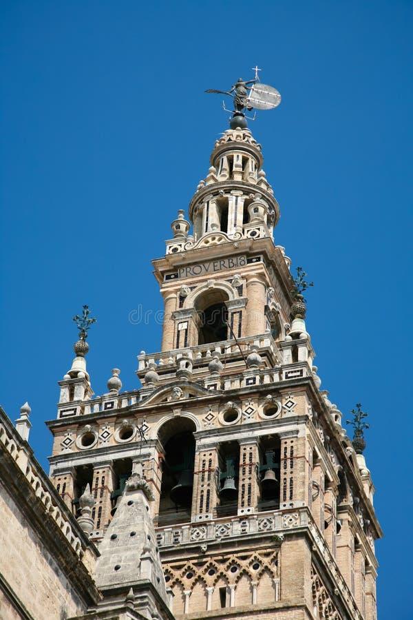 Колокольня Giralda в соборе Севильи стоковое фото