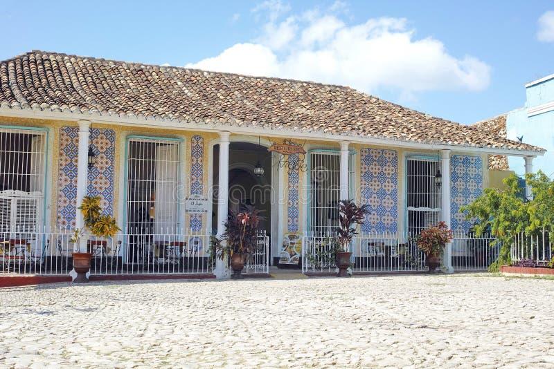 Колониальный ресторан El Jigue - Тринидад здания, Куба стоковая фотография rf