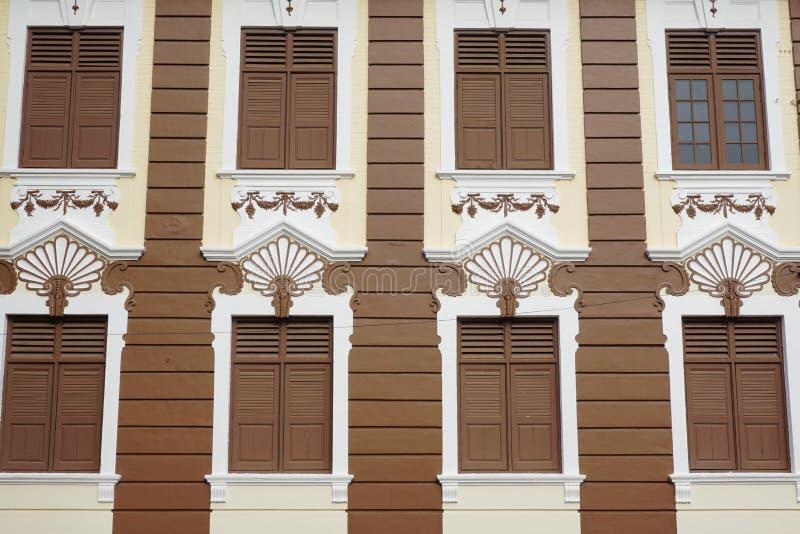 Колониальный старый фасад здания в Сингапуре стоковое фото