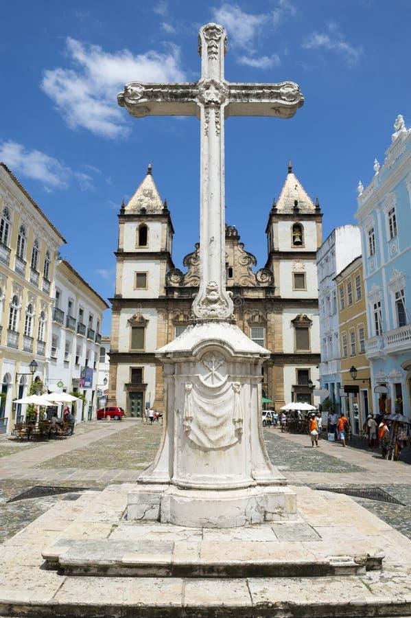 Колониальный христианский крест в Pelourinho Сальвадоре Бахи Бразилии стоковые фото