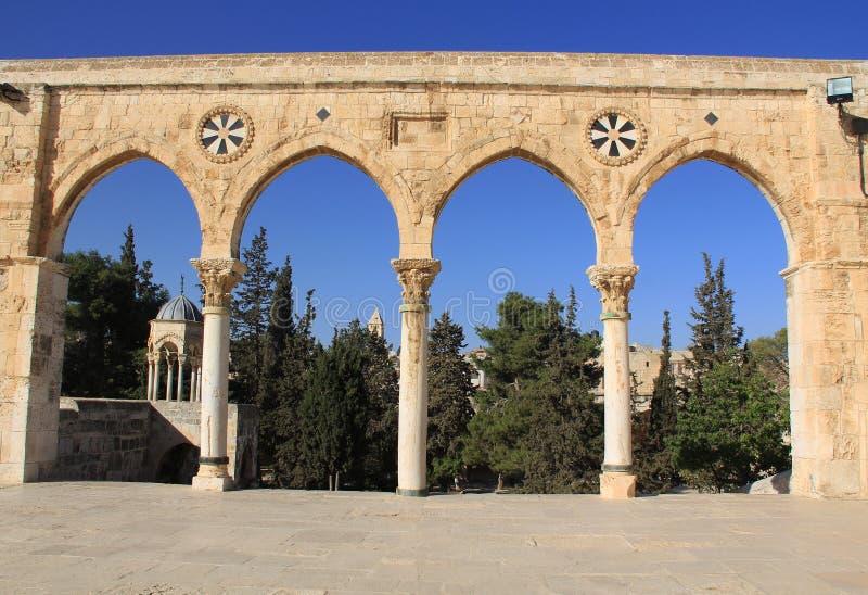 Колоннада вдоль квадрата на Temple Mount стоковая фотография rf