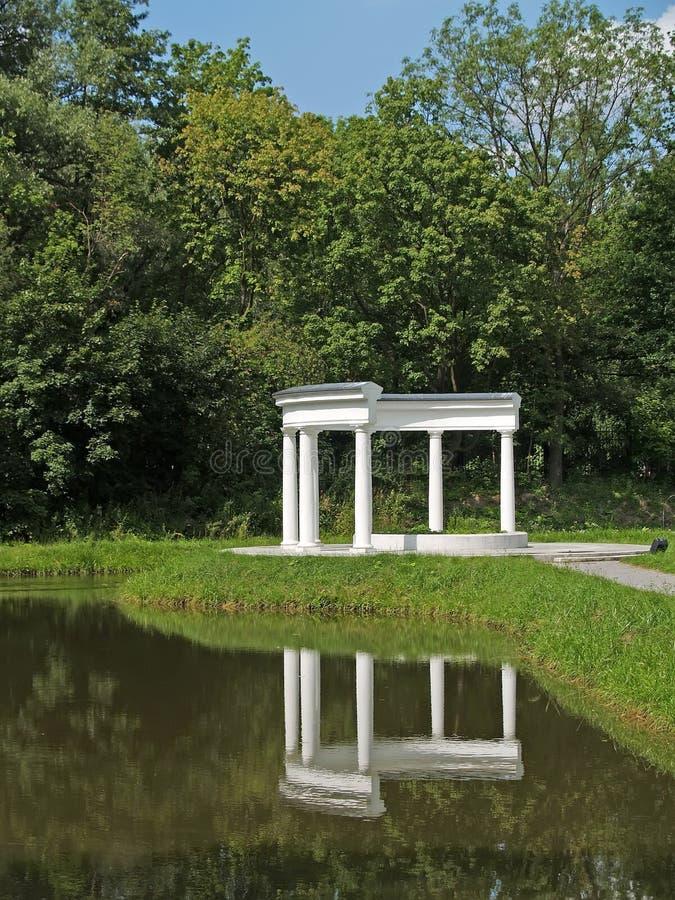 Колоннада в парке Yunost Калининград, Россия стоковое фото rf