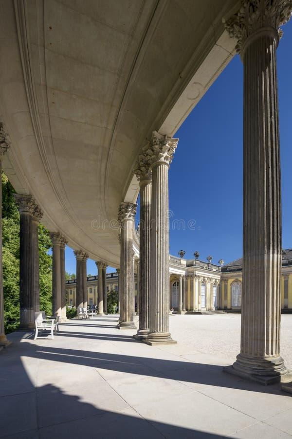 Колоннада от XVIII века в парке Sanssouci Потсдама стоковая фотография rf
