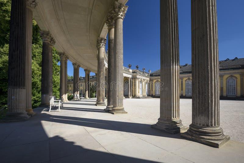 Колоннада от XVIII века в парке Sanssouci Потсдама стоковое фото rf
