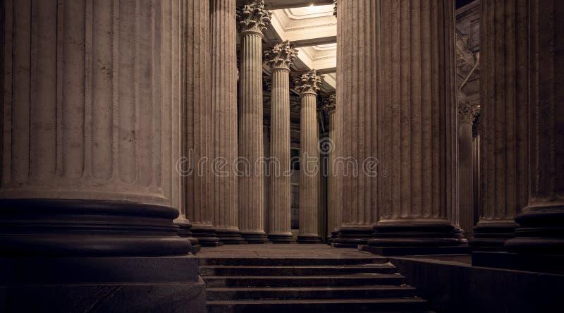 Колоннада собора на ноче, Санкт-Петербурга Казани стоковое фото
