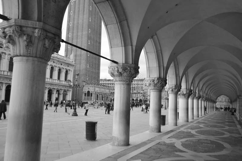Колоннада Palazzo Дукале стоковое фото rf