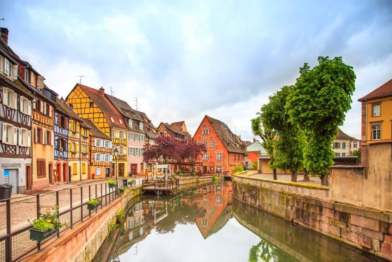 Кольмар, Петит Венеция, канал воды и традиционные дома. Эльзас, Франция. стоковое фото