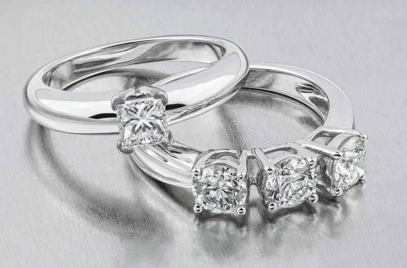 Кольцо диаманта золотистые кольца wedding Невеста rin стоковое фото rf