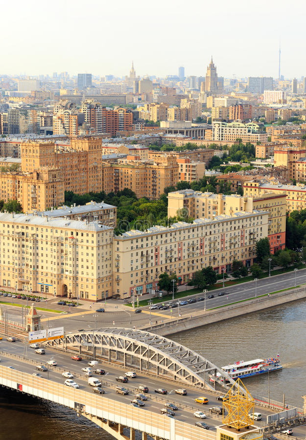 Кольцо перехода Москвы, река, мост, мост, взгляд движения для стоковые изображения