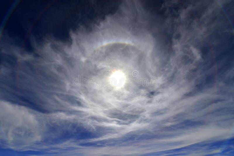 Кольцо света вокруг солнца стоковые фотографии rf