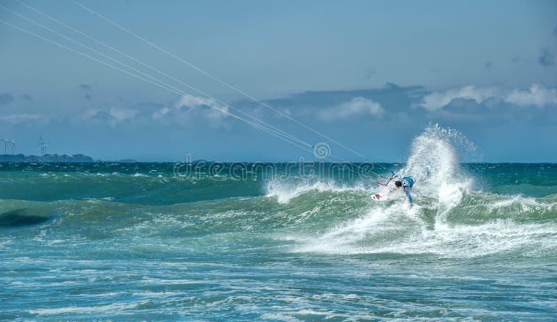 Крайность резвится фотография спортсмена на серфинге kiteboard стоковые изображения rf