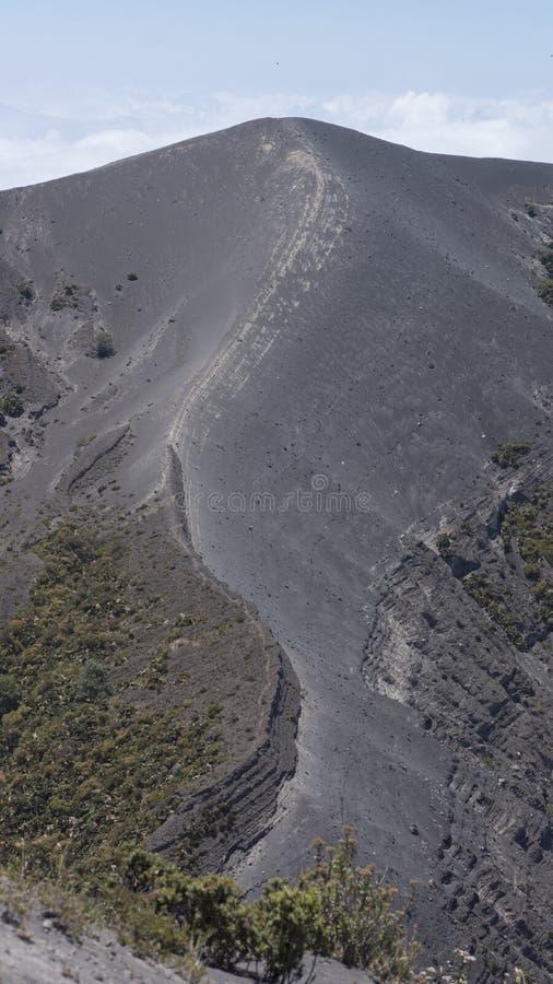 Край кратера вулкана Irazu стоковые фото