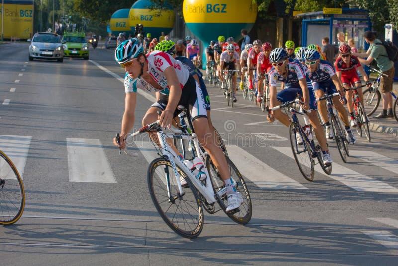 Краков, ПОЛЬША - 6-ое августа: Велосипедисты на этапе 7 гонки велосипеда de Pologne путешествия 6-ого августа 2011 в Кракове, Поль стоковая фотография