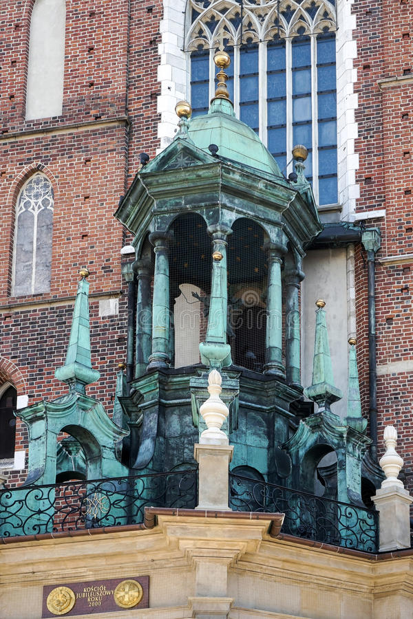 КРАКОВ, POLAND/EUROPE - 19-ОЕ СЕНТЯБРЯ: Базилика St Marys в Krak стоковое фото