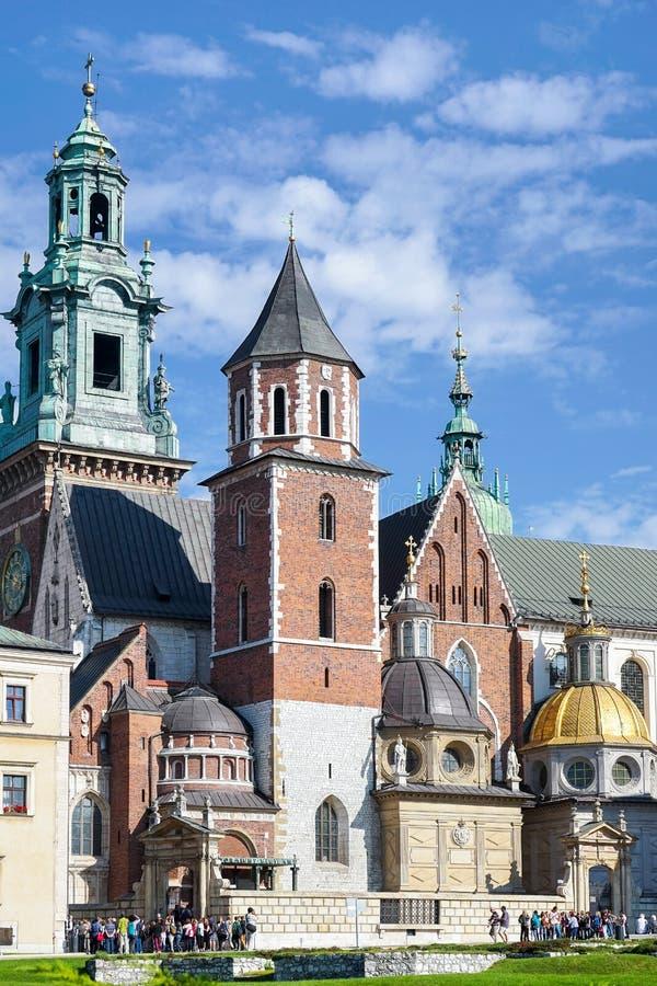 КРАКОВ, POLAND/EUROPE - 19-ОЕ СЕНТЯБРЯ: Собор Wawel в Кракове стоковое фото rf