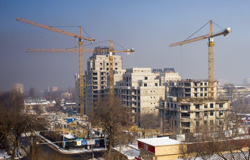 Краны башни строят здание стоковое изображение rf