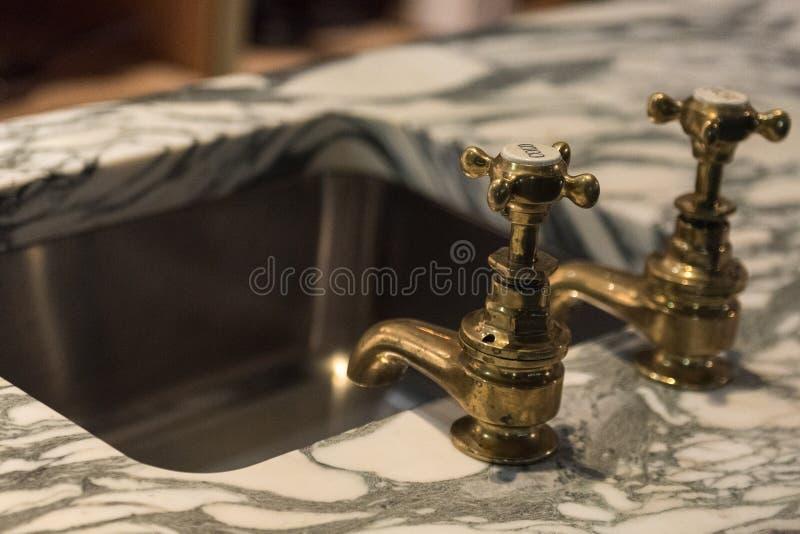 Краны и мрамор золота стоковое фото rf