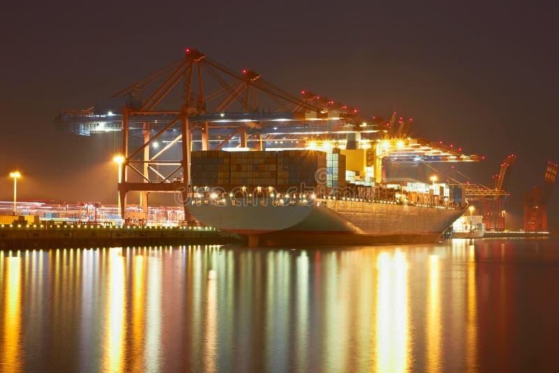 Краны контейнера в гавани Hamburgs стоковая фотография rf