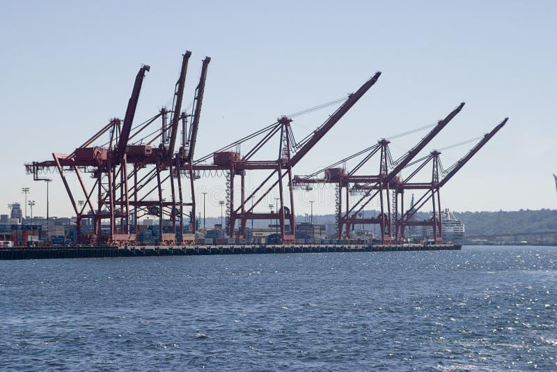 Download краны контейнера стоковое изображение. изображение насчитывающей корабль - 1184225