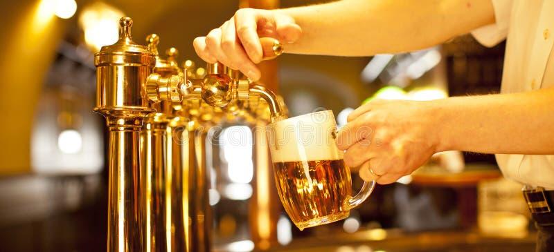 Краны пива золота стоковое фото