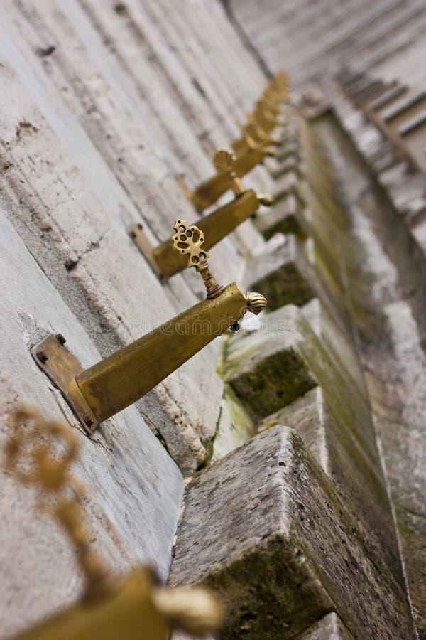 краны ритуала омовения стоковая фотография